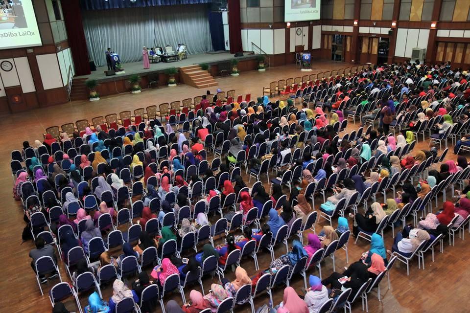 FaraDiba Talk At UTHM 800 Students Seminar Keusahawanan